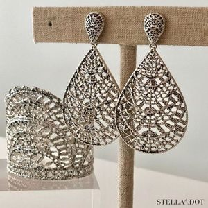 :: Stella & Dot Thea Lace Chandeliers